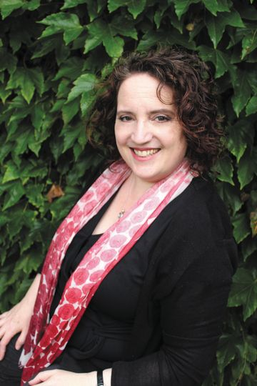 Headshot of author Fiona Lucas
