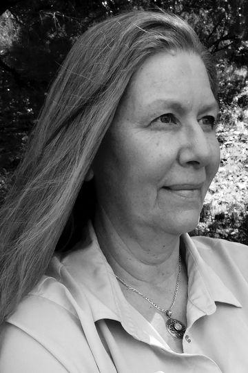 Claire Oshetsky - Photo by Ellen Zensen