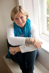 Liz Fenwick - image